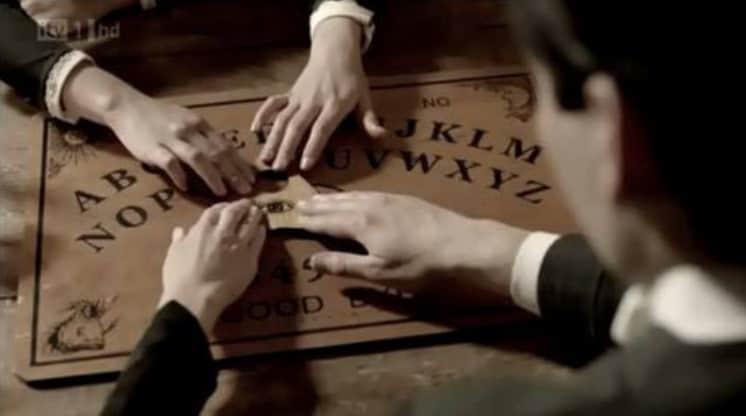 ouija-board-seance